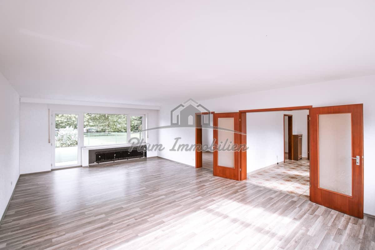 Wohnzimmer mit Zugang zum Garten