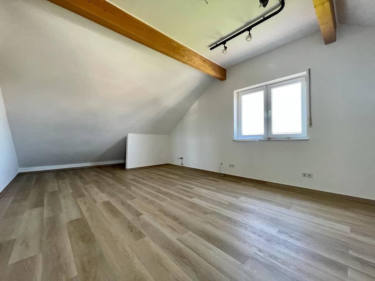 Kinderzimmer Dachgeschoss (2)